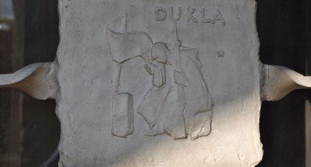 Dukla – pozadie k pomníkom